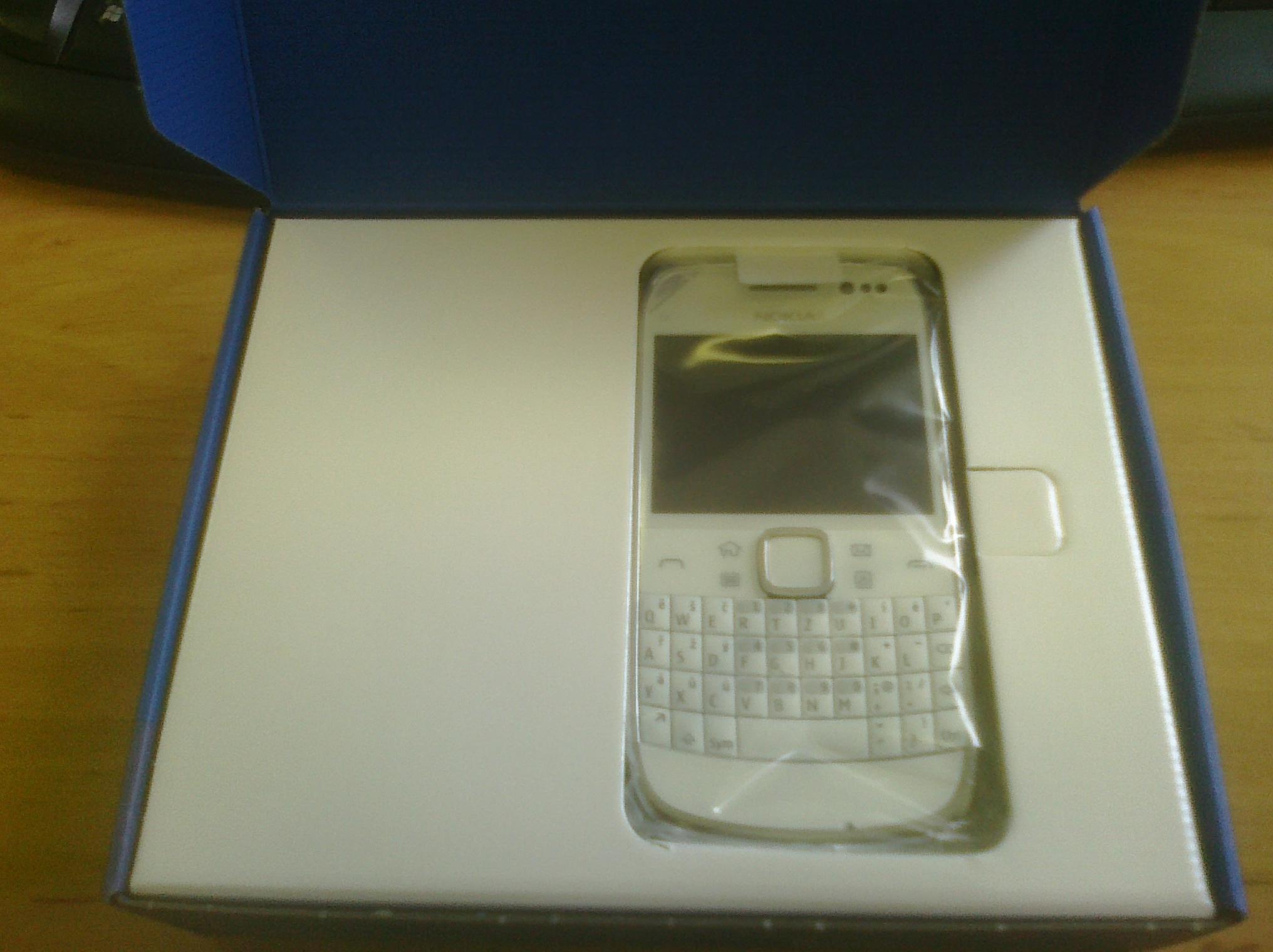 Nokia E6 rozbalená krabice